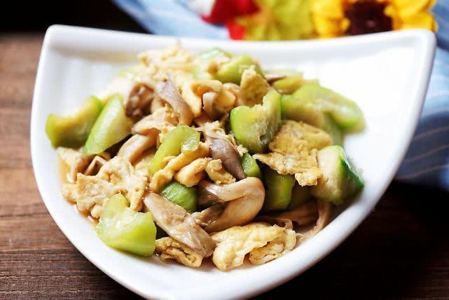 这是家人点名要吃的菜,别看素,滋味不简单,养分丰厚连吃不腻