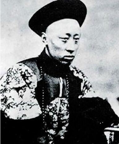 此人是导致清朝灭亡的罪魁祸首,虽然没什么文化,但深得慈禧喜爱