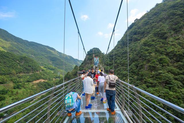 原创             今年流行玻璃栈桥、宁波这家景点也跟风了,上桥要再付60元