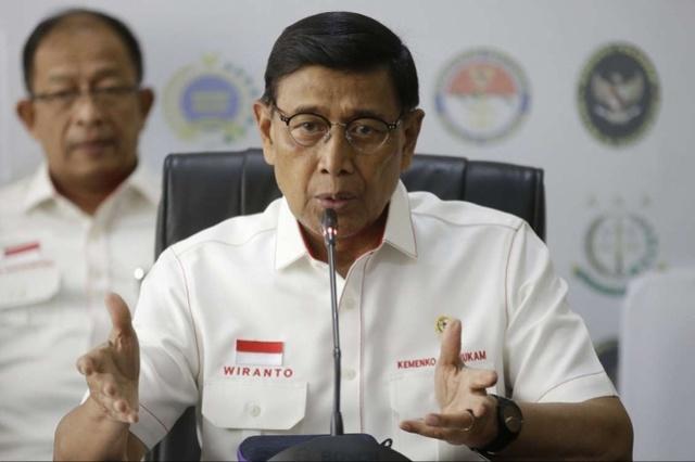 印尼安全部长遇刺受伤!持刀男子隶属激进组织,妻子也遭捕