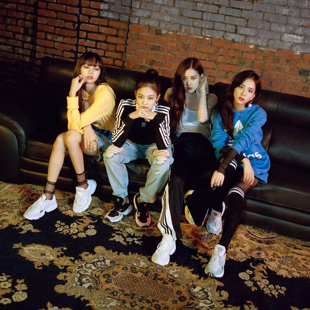 韩国尤物blackpink,Jennie、LISA最近又上脚了什么狠鞋?