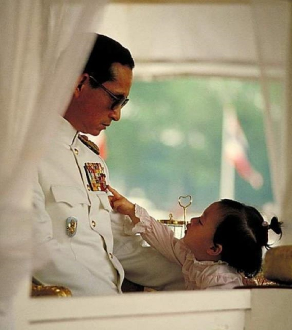 她是泰国嫡公主,天生好命背靠育坤家族,可惜性别为女断前程!