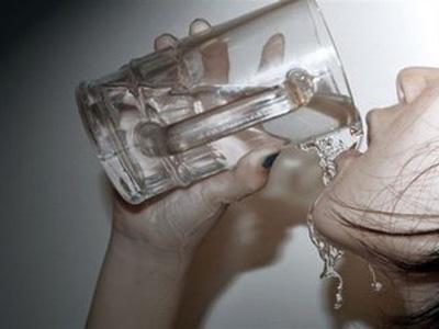 你口渴时习惯喝什么呢?水真的解渴吗?