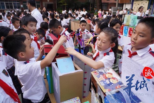 """广州垃圾分类活动进校园,小学生显身手制作""""电动垃圾桶"""""""