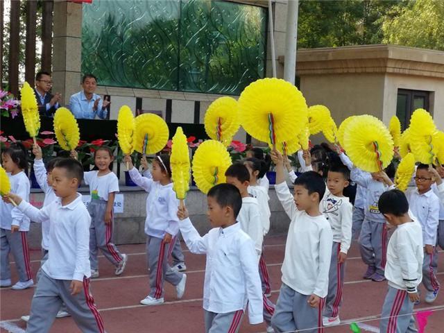 <b>让飞驰的身影踏遍金秋的校园——尖草坪区恒大名都小学校</b>