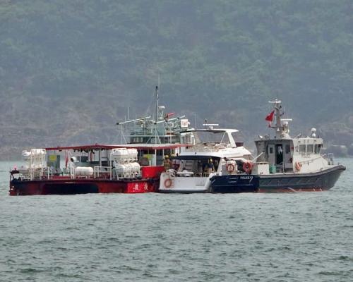 香港小西湾一游艇起火船上8人获救无人受伤