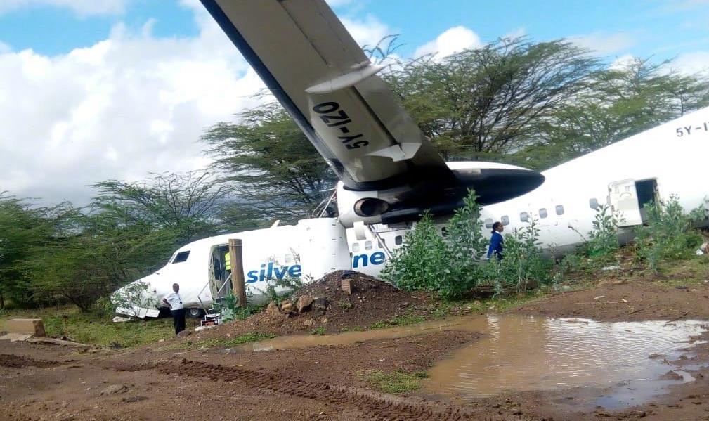 昨日上午,一架客机起飞不久,突然失控从高空坠下,随后传出巨响