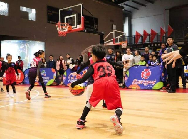为何广东篮球能领先全国?氛围真没得说,村赛5万美金请NBA球星