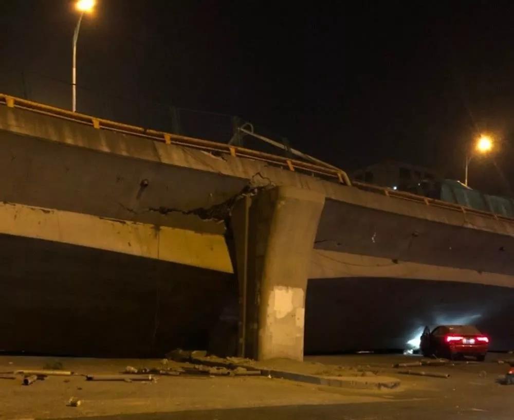 已对侧翻桥事故肇事司机等人采取强制措施并成立调查组