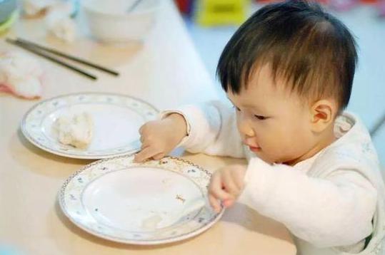 """宝宝这3处有变化,说明积食不少了,劝告:带娃牢记""""3多2少"""""""