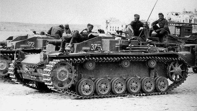 二战初期德国已经有发射榴弹的四号坦克,为何还设计三号突击炮?_德国新闻_德国中文网