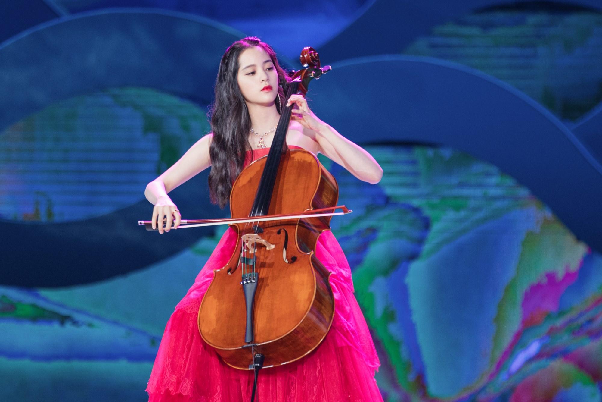 原创 欧阳娜娜旗袍造型被说没有韵味,她才十九岁而已啊插图(6)