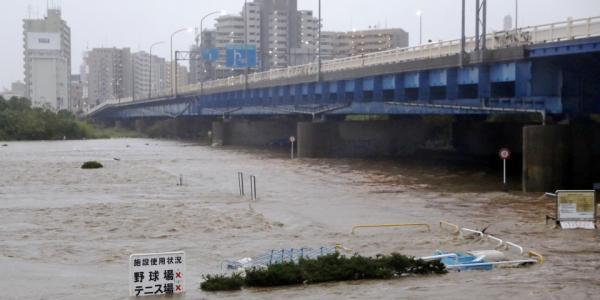 """台风""""海贝思""""重创日本:26人遇难,新干线被淹或整车报废"""