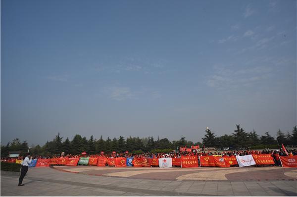 郑州市志愿者联合会开展向国旗敬礼关爱母亲河系列活动