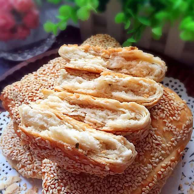 油酥烧饼,烧饼层层分明,软韧有度,香酥无比