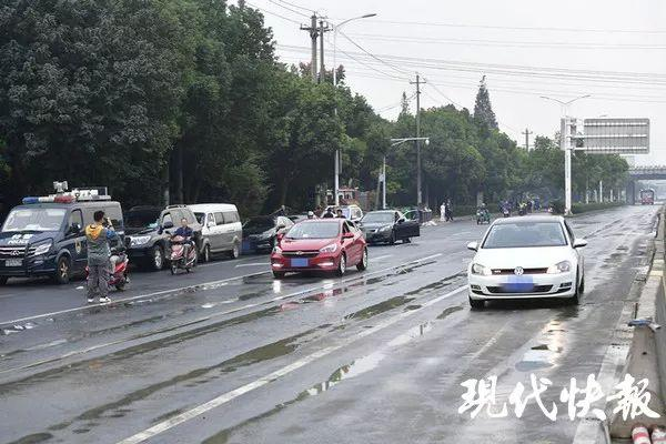 无锡侧翻高架桥地面道路通车!事故原因初查:两车在同一车道超载