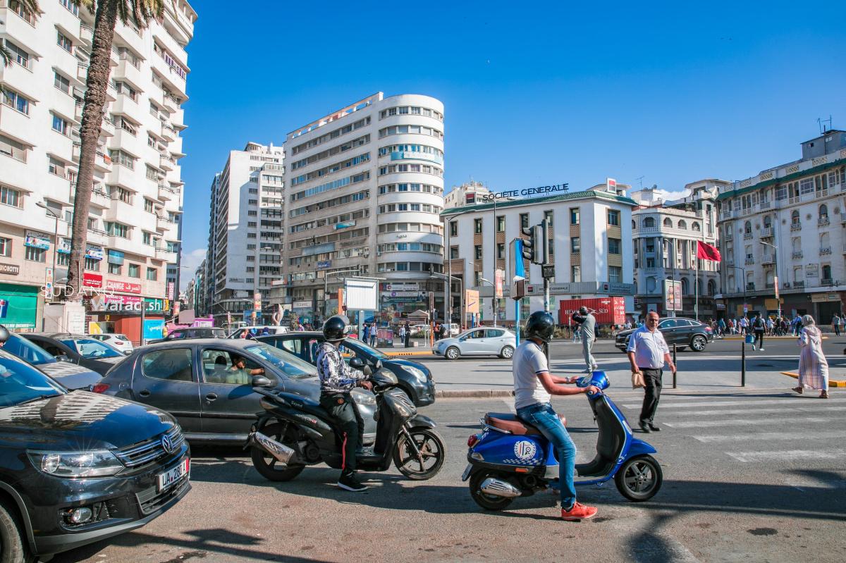 """女人赚钱法国在非洲建立一座""""欧洲城市"""",穷人富人分"""