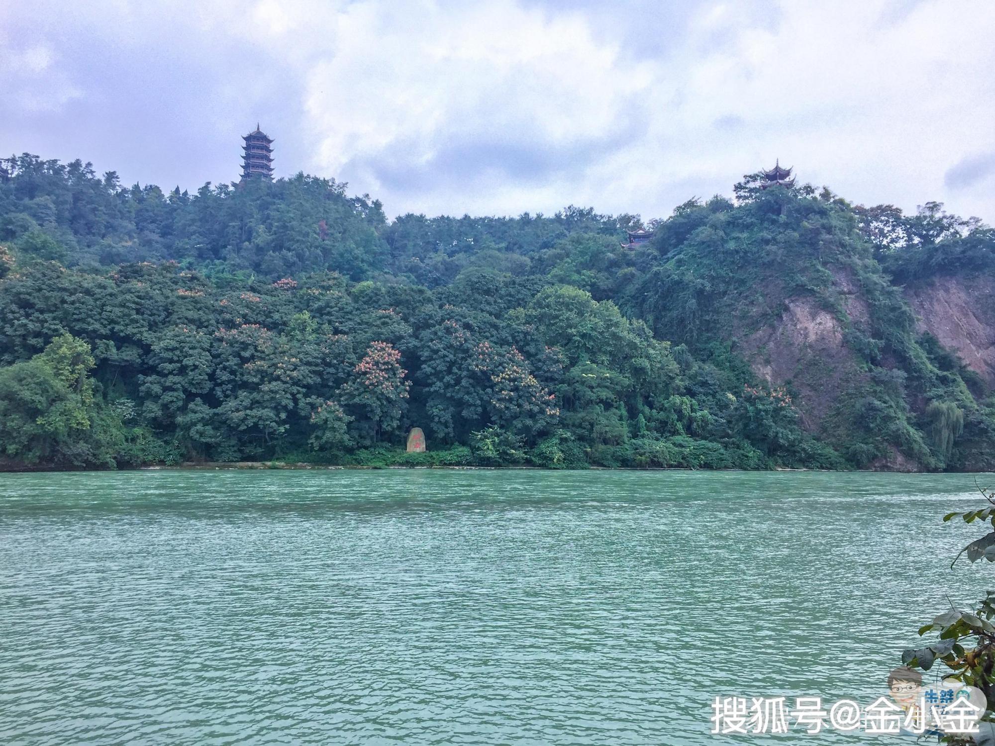 在成都有一座道教名山藏在世界文化和自然遗产之间是白娘子故乡
