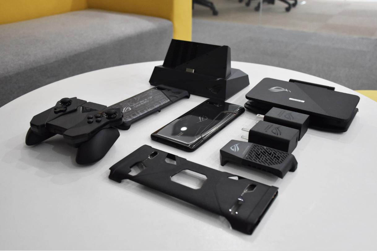 ROG游戏手机2机甲套装上手:拥有最全面的游戏体验