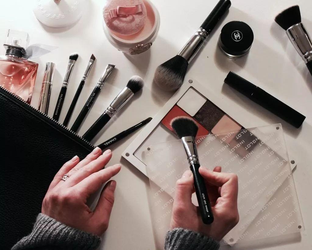 化妆品过敏图片