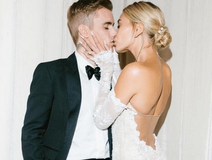 婚后也懂得浪漫,比伯晒出黑白婚纱照,满满都是爱意
