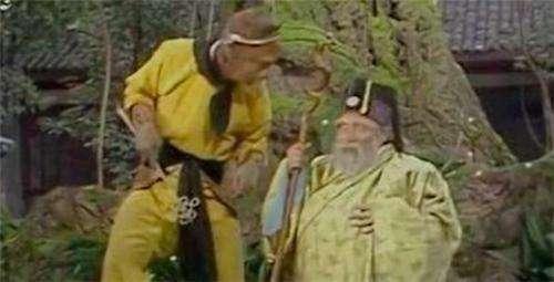 孙悟空为何老是欺负土地神?你看他被压五行山时有人对他做了啥