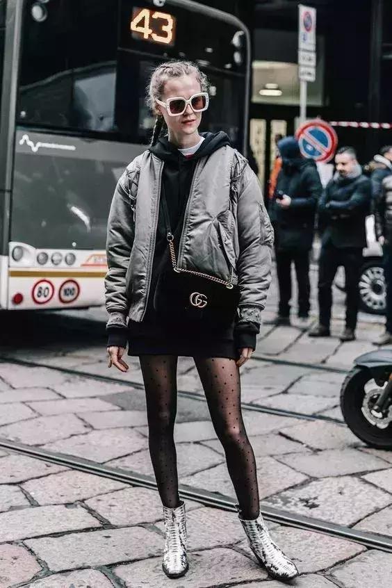 """如果你想穿羽绒服好看,你应该先用""""短+长""""的方法"""