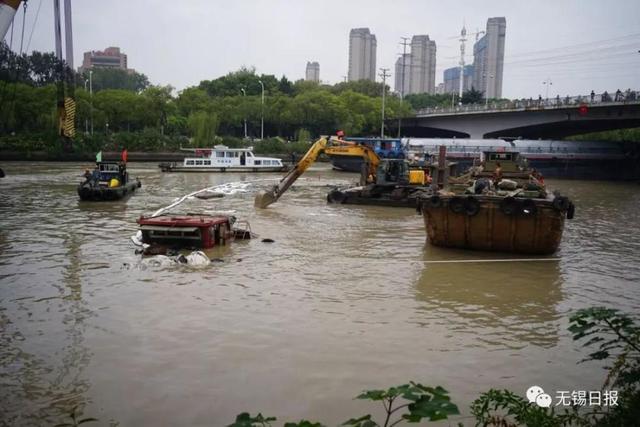 大运河突发沉船事故:无锡海事部门连夜处置,无人员伤亡