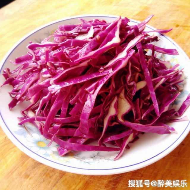 凉拌紫甘蓝,甘甜香脆,味道美美哒!