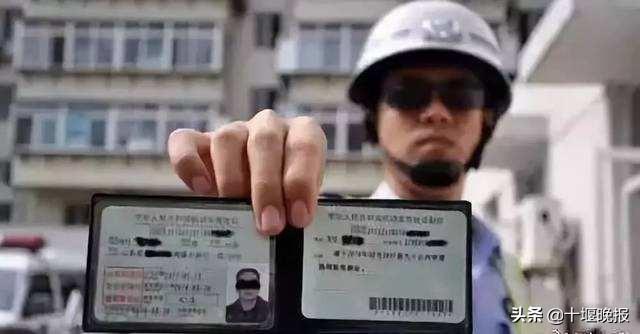 男子无证驾车,被查后神回答:我的驾驶证在你们交警大队呀