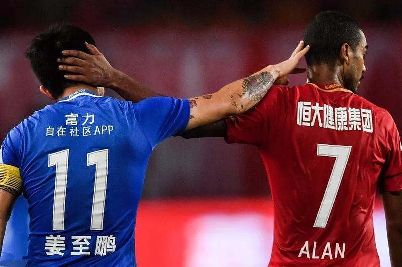 原创             广州恒大0:4爆冷不敌保级球队,北京国安的中超冠军越来越稳了!