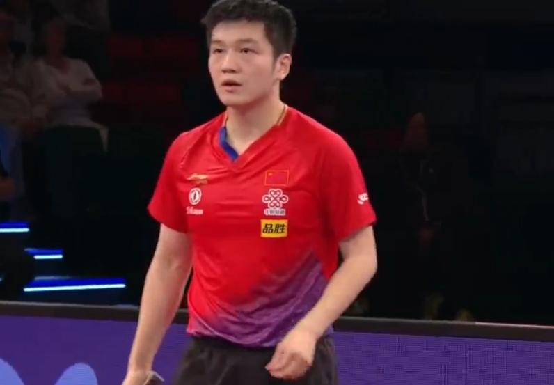 樊振东4-3时隔11月重回公开赛决赛!怒吼挥拳疯狂庆祝,他太难了