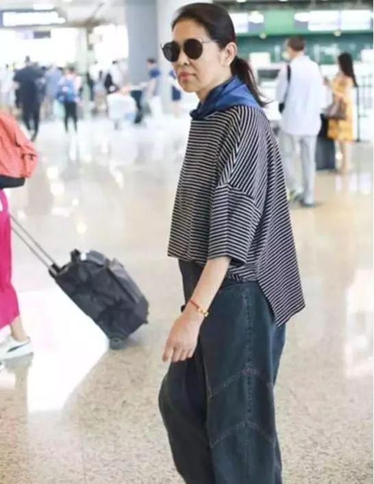 60岁倪萍太励志,瘦身成功后穿古装扮少女,关掉滤镜满脸皱纹!