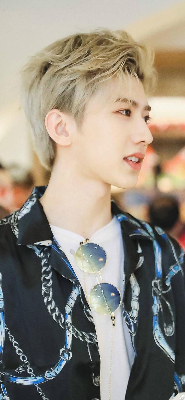蔡徐坤自带时尚气质,穿搭真的没得嘲,有些衣服只有他能驾驭