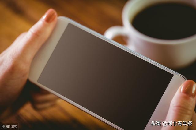 女子手机被偷,发了一条短信,吓得小偷立马送了回来