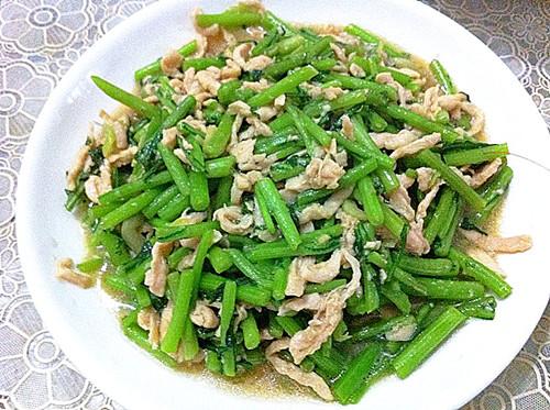秋季,宁可少吃肉也要吃此菜,每天炒一盘,排出毒素,肝脏越来越健康