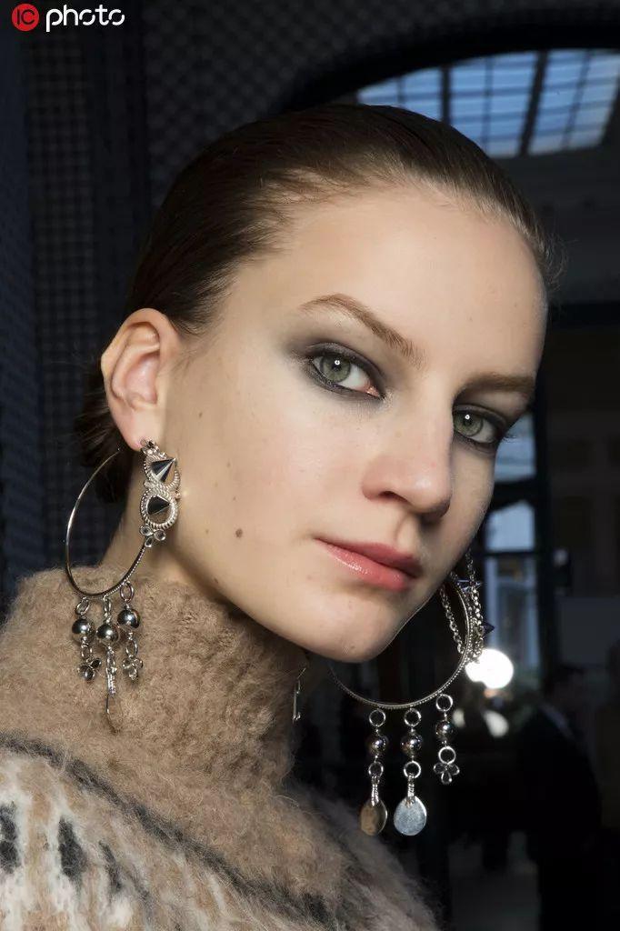 珠宝首饰的万般风情,女人因它们更优雅动人