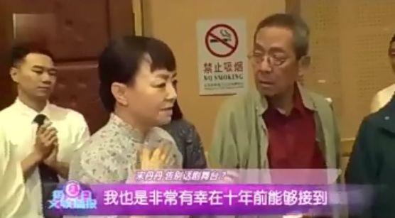 宋丹丹话剧后台接受采访,自曝明年要退休:我60岁了