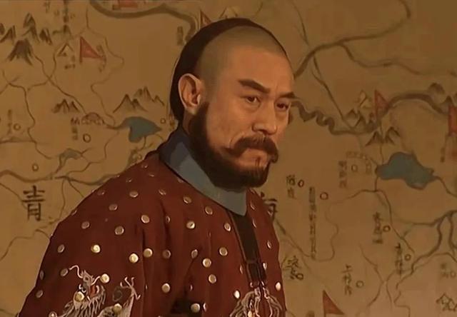 儿子是演员杜淳,他经历三次婚姻感情不顺,年过花甲仍绯闻缠身