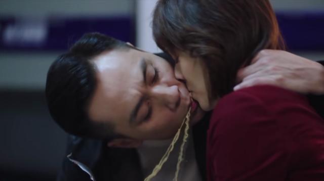马伊琍离婚后拍戏尺度大,与刘烨面条吻,43岁了看