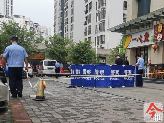 柳北区天江城小区一13岁女孩坠楼身亡,家中留有遗书