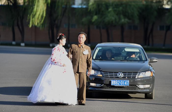 朝鲜的军车,各式各样,司机幸福