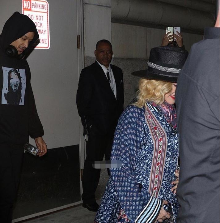 三度离婚后再曝新恋情?61岁巨星麦当娜恋黑人伴舞,被拍同回住所