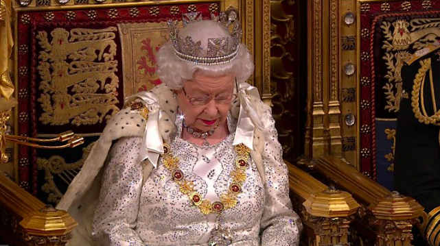 """英女王在议会发表演讲:政府当务之急是10月底""""脱欧"""""""