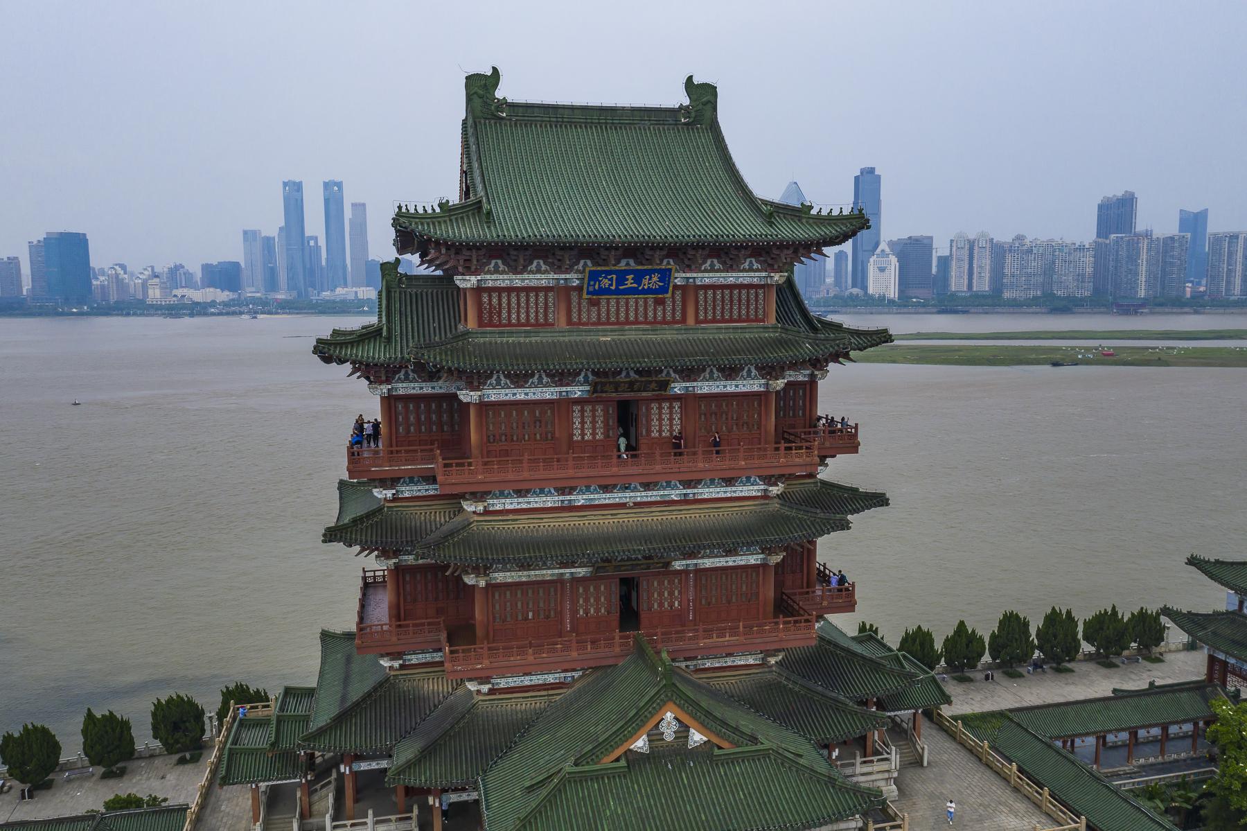 原创             重建29次早已不在原址,号称江南三大名楼的滕王阁,竟是假的!