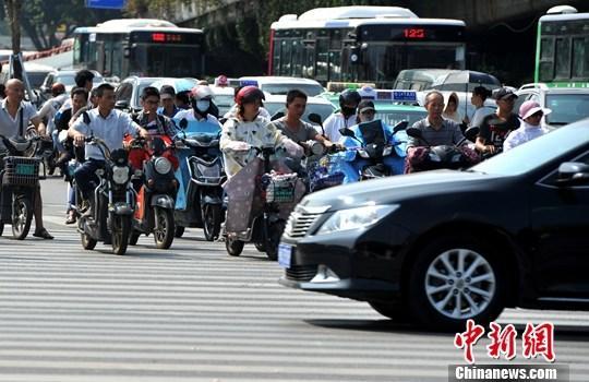 """福州官方回应""""2024年主城区禁电动自行车"""":将视情决定"""