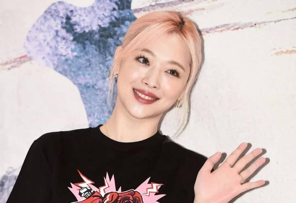 韩国艺人崔雪莉自杀身亡,经纪公司SM娱乐发声明深表哀悼