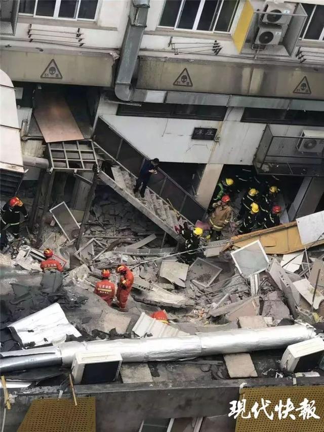 突发!南京一栋建筑发生墙体坍塌,现场共5人已救出3人