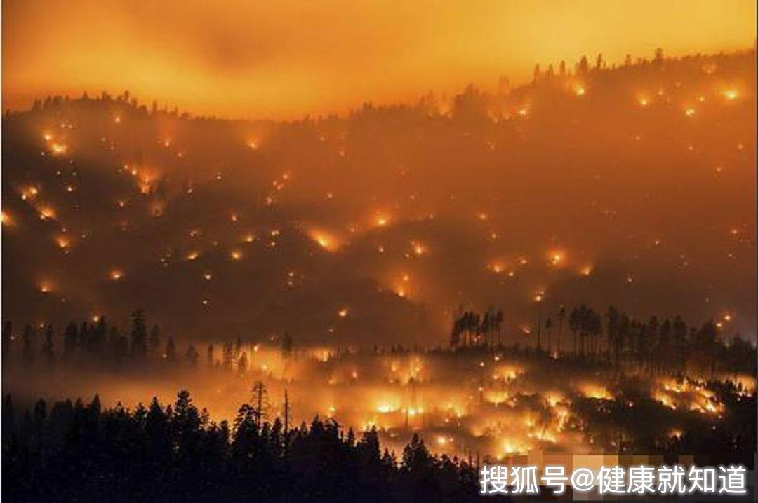 美国加州爆发山火,受地理条件影响
