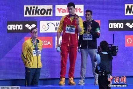 美国游泳奥运冠军因禁药无缘东京 网友:霍顿出来说两句